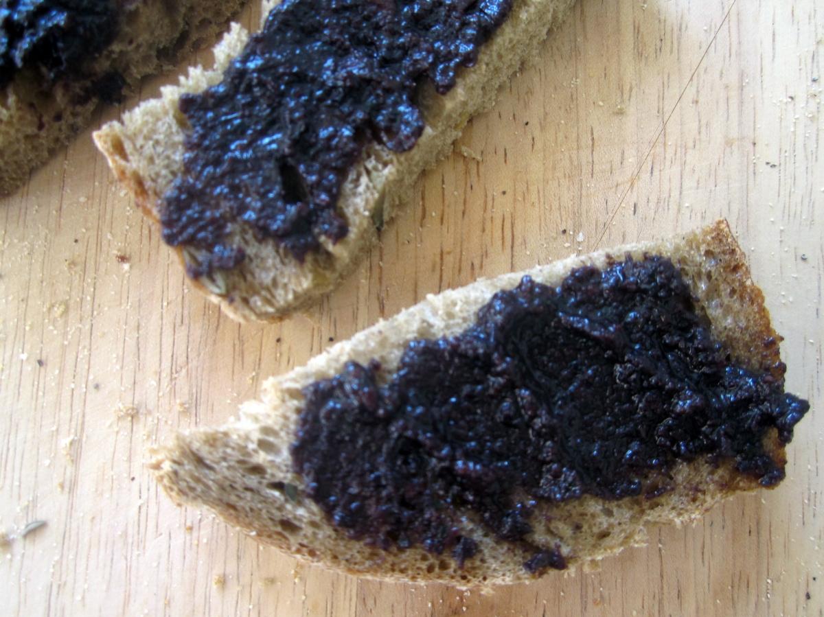 Pesto od crnih maslina