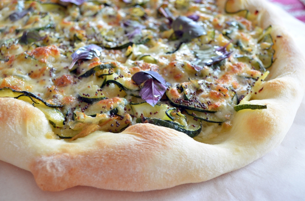 Bijela pizza sa tikvicama (pizza bez paradajz sosa)
