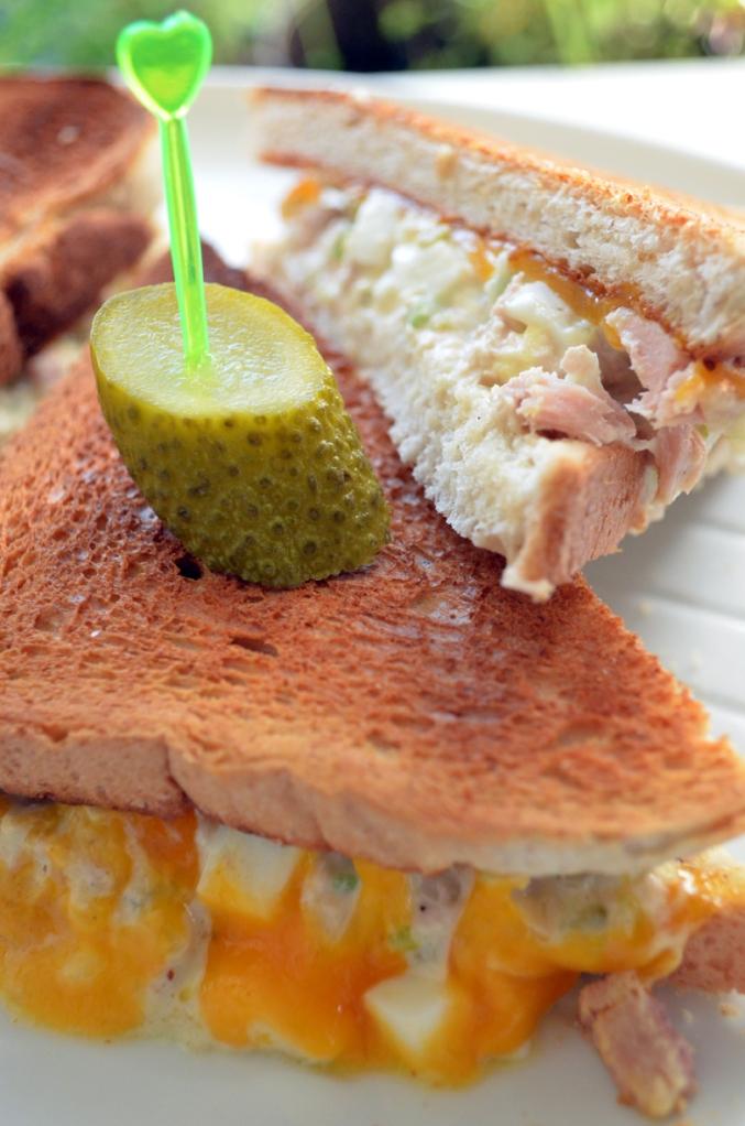 Topli tuna sendvič